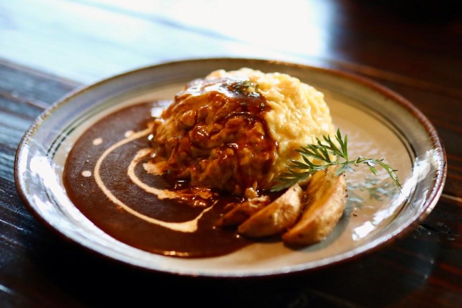 カフェオーチョ(Ocho 8)|自家製たまご料理が評判!養鶏とキャンプ道具の古民家カフェ。