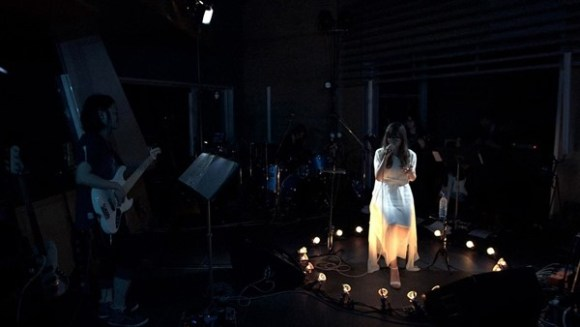 [2013.03.20] Aimer - Hoshi no Kaeta Yoru ni (Live at anywhere vol.23) (BD) [720p]   - eimusics.com.mkv_snapshot_01.04_[2015.08.12_08.51.16]