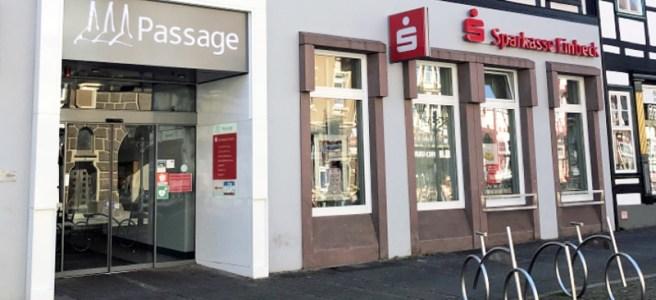 Eingang zur Sparkasse Einbeck am Marktplatz. Foto: Sparkasse Einbeck