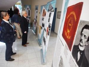 Martin Wehner (Mitte) war einer der Einbecker Besucher zur Eröffnung der SPD-Ausstellung im Kreishaus zu Northeim.