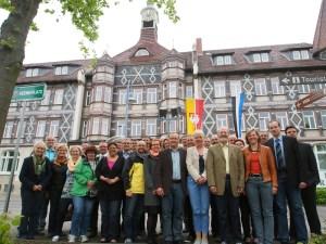 Wieselburger und Einbecker auf dem Keene-Platz vor dem Rathaus.