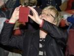 Zum Fotografieren mit dem roten Handy kommt sie als Ministerin nur noch selten: Frauke Heiligenstadt. Archivfoto