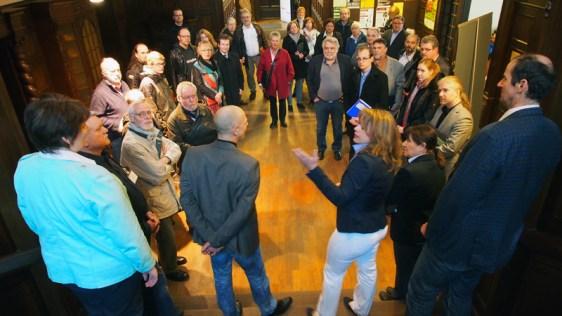 Kulturausschuss in der Mendelssohn-Musikschule, vorn der Vorstand mit Vorsitzender Christina Heise (Mitte).