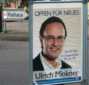 Dort geht's zum Rathaus in Hankensbüttel: Minkner-Plakat