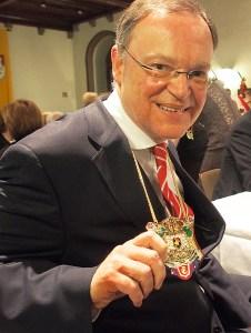 Ministerpräsident Stephan Weil: Den Bierorden der der Karnevalsfreunde Einbeck hat er seit Januar dieses Jahres.