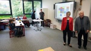 Ministerin im IGS-Klassenzimmer: Frauke Heiligenstadt mit IGS-Initiator Siegfried Pinkepank.