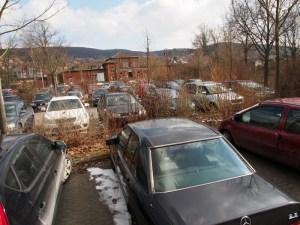 Voller Parkplatz am Bahnhof Salzderhelden. Archivfoto 2013