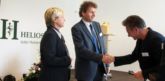 Helios-Chef Francesco de Meo begrüßte den SPD-MdL und Gesundheitspolitiker Uwe Schwarz und Kultusministerin Frauke Heiligenstadt.