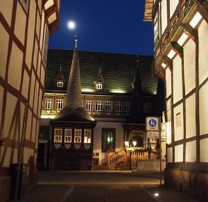 Altes Rathaus am Abend.