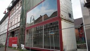 Container in der seit 2012 bestehenden Brandlücke Altendorfer Straße.