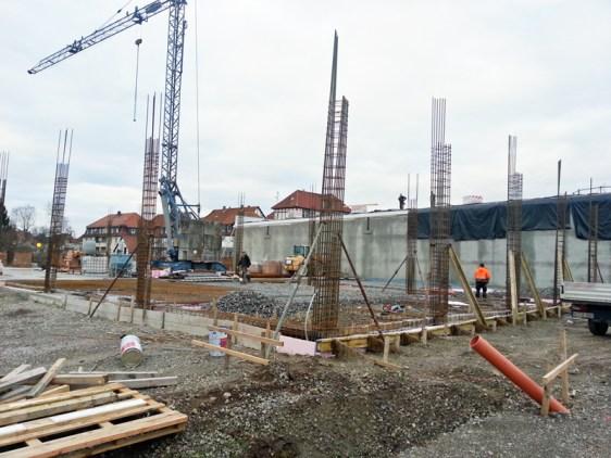 Nächster Bauabschnitt: Neben den entstehenden dm- und Kik-Markt (rechts) entstehen zwei Verkaufsflächen für Takko und Schuhpark.