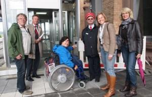 """Bei der Einweihung des Bahnhofs Kreiensen im Mai 2014 nach der Modernisierung gab es noch die """"Rotkäppchen"""", hier neben Bürgermeisterin Dr. Sabine Michalek. Archivfoto"""