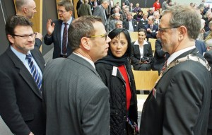 Kreishandwerksmeister Hermann-Josef Hupe (r.) begrüßte die Landratskandidanten Jörg Richert und Astrid Klinkert-Kittel.