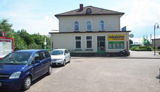 Westlich des Bahnhofsgebäude in Einbeck-Mitte soll der neue Bus-Bahnhof entstehen.