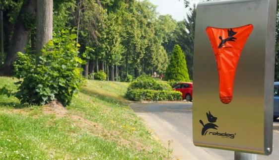 Wie hier am Bäckerwall gibt es 20 neue Hundekot-Beutelspender in Einbeck.
