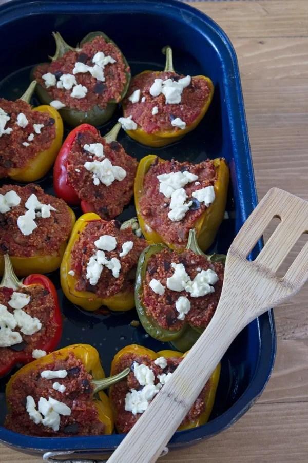 Paprika gefüllt mit Auberginen-Couscous und Feta. Lecker, gesund und einfach. www.einepriselecker.de