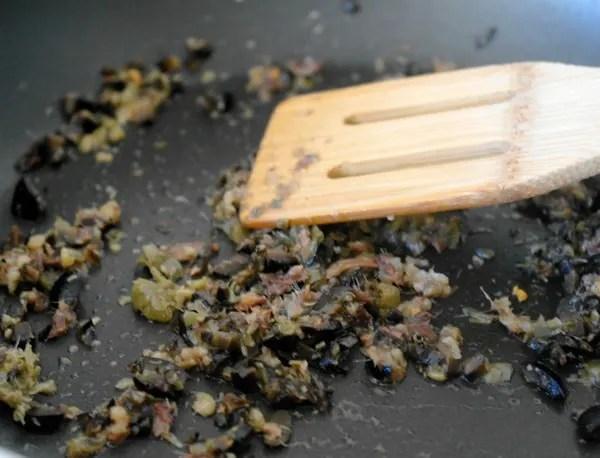 Zoodles alla Puttanesca - würzig, kräftige Sauce mit Zucchini Nudeln, super lecker!
