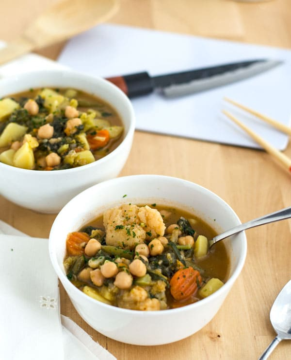 leichtes rotes Curry mit viel Gemüse. Einfach gemacht, lecker und wärmend. Recipe also in english. www.enepriselecker.de