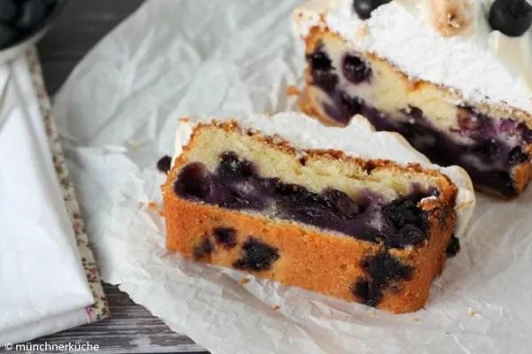 Heidelbeer-Quark-Kuchen mit Baiserhaube. Köstlich, fruchtig, knackig.