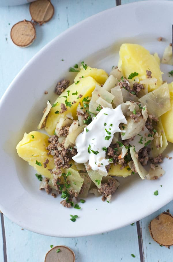 Weisskohltopf mit Salzkartoffeln. Wärmend, würzig, kalorienarm// White cabbage with potatoes and beef tartar. Low calorie! Recipe also in english!