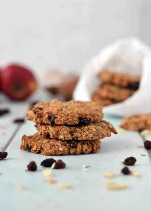 Leckere Frühstückskekse mit Apfel und Zimt. Yummy breakfast-cookies with apple and cinnamon. Recipe also in english!