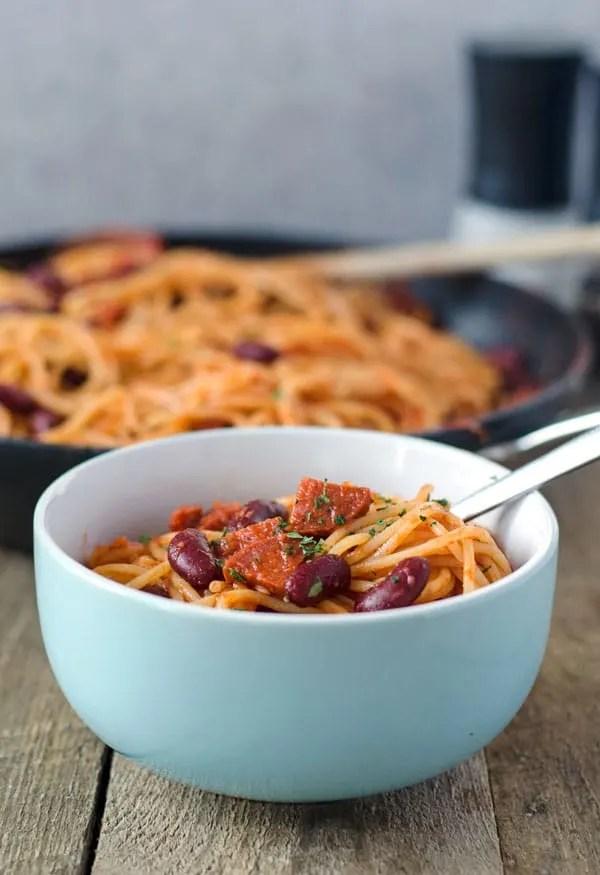 blitzschnelle Spagetti mit Chorizo und Kidneybohnen. Würzig, deftig, lecker. Spagetti with chorizo and kidney beans. Recipe also in english!