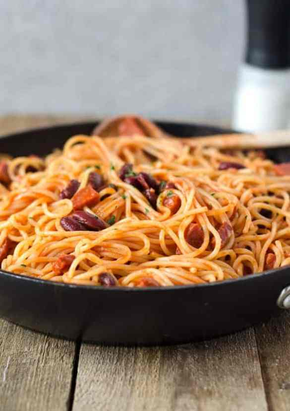 blitzschnelle Spagetti mit Chorizo und Kidney-Bohnen. Würzig, deftig, lecker. Spagetti with chorizo and kidney beans. Recipe also in english!