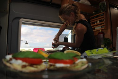 Feta-Avocado-Tomate-Basilikum-Pita
