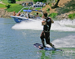 Wakeboarding am Boot