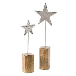 Effektvoll gehämmerte Metallsterne auf Holz perfekt in Szene gesetzt. Aus gehämmertem Aluminium, zwei Sterne in unterschiedlicher Größe, Maße: Klein ca. 35 cm hoch, groß ca. 45 cm hoch, Gewicht: ca. 1,2 kg, Material: Aluminium, Mangobaum-Holz.<br>