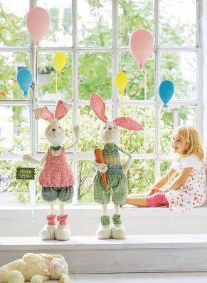 Originelle Deko-Idee. Drei Luftballons aus Glas zum Aufhängen, jeweils mit farblich passendem Dekoband, in schönen Pastelltönen, Maße: rosa Höhe 21,5 x Ø 13 cm, blau Höhe 15 x Ø 8,5 cm, gelb Höhe 12 x Ø 7 cm, Gewicht: ca. 0,4 kg, Material: Glas.<br>