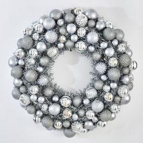 Dekokranz Silver, Kunststoff Mit zahlreichen Weihnachtskugeln geschmückt, Maße: ca. Ø50 x H12 cm, Gewicht: ca. 1,2 kg, Material: Kunststoff.<br>