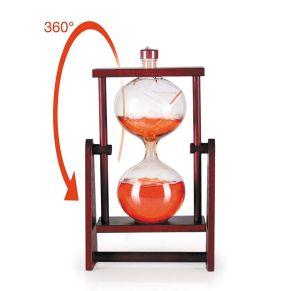 Sanduhrflasche befüllt mit ca. 500 ml Weinbrand VSOP 36% vol. im Präsentkarton mit Sichtfenster. Maße: Höhe ca. 30 cm. Zutaten: Weinbrand VSOP: 36% vol..<br>