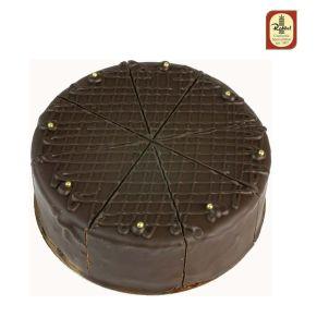 Ein Genuss aus der österreichischen Metropole, die seit alters her den Kaffeehausbesuchern serviert wird. Dunkle Böden, gebacken mit einer erlesenen Gewürzmischung und feinen Rumrosinen , gefüllt mit einer dunklen Canache-Creme aus Sahne, Nougat und belgischer Schokolade, mit einer Schicht Rummarzipan, zusätzlich mit Amaretto verfeinert, Maße: 16 cm Ø. Zutaten: WEIZENMEHL, Zucker, BUTTER, PFLANZL. FETTE, Kakaomasse, KAKAOBUTTER, VOLLEI, MANDELN, Sultaninen, Alkohol, Backtriebmittel: Ammoniumbicarbonat, VOLLMILCHPULVER, Vanille, Gewürze, EMULGATOR: SOJALECITHIN, Farbstoffe: Beta Carotin, Karmin. Nährwertangaben: Energie: 1637 kJ / 391 kcal, Fett: 26,89g davon ges. Fettsäuren: 5,13g, Kohlenhydrate: 26,19g davon Zucker: 19,39, Eiweiß: 8,81g. Salz: 0,12g. Allergiehinweis: Kann Spuren von Erdnüssen und anderen Schalenfrüchten enthalten<br>