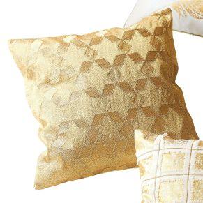 Wunderschöne Kissenhülle im edlen Design. Aufwändige, hochwertige goldfarbene Stickerei, Unifarbene Rückseite, Verschlussart: Reißverschluss, Maße: ca. 40 x 40 cm, Material: 100% Baumwolle.<br>
