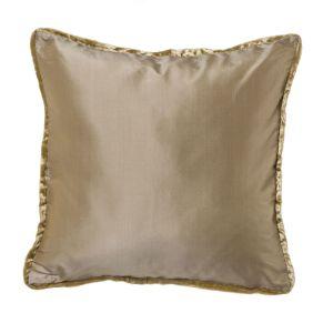 Edle Kissenhüllen in Seidenoptik mit samtiger Paspel. Maße: ca. L40 x B 40 cm, Material: 100% Polyester, Paspel 100% Viscose.<br>