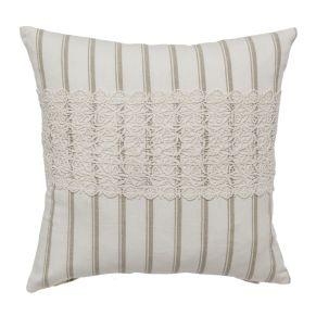 Die breite Spitzenbordüre verleiht dem Kissen ein besonders romantisches Aussehen. Maße: ca. 40 x 40 cm, Material: 100% Baumwolle.<br>