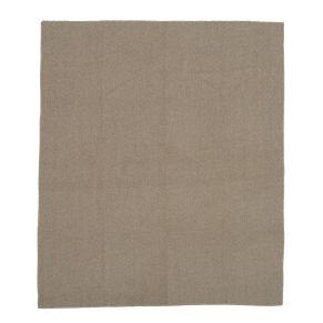 Weiche Decke mit angedeutetem Fischgrätdessin und grober, kontrastfarben abgesetzter Umkettelung. Waschempfehlung: 30 °C Maschinenwäsche, Maße: ca. L170 x B130 cm, Gewicht: ca. 0,7 kg, Material: 53% Wolle, 41% Polyester, 6% Polyacryl.<br>