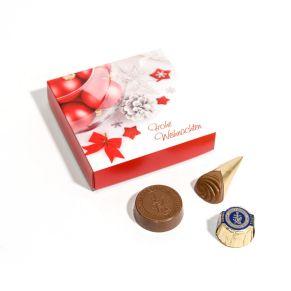 Vier zarte Pralinés von Lindt & Sprüngli in einer niedlichen Verpackung, ideal als kleines Präsent. Zutaten: Zucker, HASELNÜSSE, Kakobutter, VOLLMILCHPULVER, Kakaomasse, Traubenzucker, MILCHZUCKER, MAGERMILCHPULVER, Kakaokerne, PALMÖL, Emulgator (SOJALECITHIN) Aroma Vanillin. Allergiehinweis: Kann Spuren anderer Schalenfrüchte enthalten.<br>