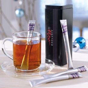 10 aromaversiegelte Teestäbchen, High Blend . Einfach ein Stäbchen mit heißem Wasser aufgießen und umrühren. In attraktiver Metalldose, Maße: Dose ca. B5,5 x T5,5 x H16 cm.<br>