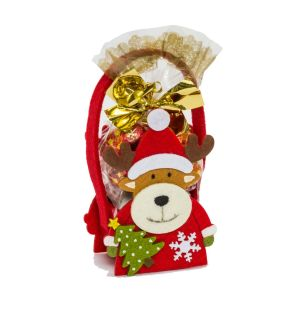 Präsent-Täschchen aus Filz, gefüllt mit 50g Weihnachtssüßware. Der Weihnachtsmann ist gefüllt mit:, einem Schoko-Weihnachtsmann, 2 Schoko-Zapfen mit Pralinenfüllung, einer Vollmilch-Schokokugel, 2 Weihnachts-Eiskonfekt-Täfelchen, der Schneemann ist gefüllt mit:, 3 Vollmilch-Schokokugeln, 4 Winter-Eiskonfekt-Täfelchen, das Rentier ist gefüllt mit:, 50g Zapfen aus Vollmilchschokolade und Pralinenfüllung, Maße: je ca. H14 x L7,5 x B5,5 cm. Zutaten: Weihnachtsmann: Zucker, pflanzliches Fett zum Teil gehärtet (Kokos, Palm, Palmkern), VOLLMILCHPULVER, Kakaobutter, MOLKENPULVER, LAKTOSE, Kakaomasse, fettarmes Kakaopulver, Praliné (HASELNUSSMARK, Zucker), Emulgator: Sonnenblumenlecithine, SOJALECITHINE, E476; MAGERMILCHPULVER, Reismehl, WEIZENMEHL, WEIZENGLUTEN, WEIZENMALZ, WEIZENDEXTROSE, Salz, Aromen, SÜSSMOLKENPULVER, Kakaopulver, SOJAMEHL, HASELNUSSMARK, natürliches Aroma, Vanille-Extrakt., , Rentier: Zucker, pflanzliches Fett (Palmkern, Palm), VOLLMILCHPULVER, Kakaobutter, MOLKENPULVER, LAKTOSE, Kakaomasse, fettarmer Kakao, Praliné 1% (HASELNUSSMARK, Zucker), Emulgator: Sonnenblumenlecithine, E476; MAGERMILCHPULVER, Reismehl, WEIZENMEHL, WEIZENGLUTEN, WEIZENMALZ, WEIZENDEXTROSE, Salz, Aromen., , Schneemann: Zucker, pflanzliches Fett zum Teil gehärtet (Kokos, Palm, Palmkern), VOLLMILCHPULVER, Kakaobutter, Kakaomasse, Emulgator: Sonnenblumenlecithine, SOJALECITHINE; MAGERMILCHPULVER, SÜSSMOLKENPULVER, Kakaopulver, SOJAMEHL, HASELNUSSMARK, natürliches Aroma, Vanille-Extrakt. Allergiehinweis: Weihnachtsmann: Kann Spuren enthalten von: anderen SCHALENFRÜCHTE und EIER! Schneemann: Kann Spuren enthalten von: anderen SCHALENFRÜCHTE und GLUTEN! Rentier: Kann Spuren enthalten von: anderen SCHALENFRÜCHTE und EIER!<br>