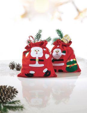 Niedliche Weihnachtsbeutel mit Weihnachtsmannmotiven. Maße: je ca. 23 x 26 cm, Material: Filz, 100% Polyester.<br>