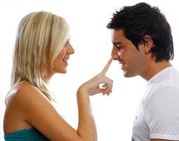 Lassen Sie beim Flirten Ihre Koerpersprache fuer sich sprechen!
