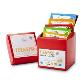 """""""Mit dieser schönen roten Teebox kann man auf Tee-Reise gehen. 12 Pyramidenbeutel mit je 2 Beutel Kalahari Rooibos, Dschungelblüte Früchtetee, Grüner Tee 7 Kostbarkeiten, Earl Grey Schwarztee, Darjeeling Schwarztee und Schietwetter Kräutertee , Ø ca. 9,5 cm, Gewicht: ca. 0,100 kg. Zutaten: 6 verschiedene Tees im Pyramidenbeutel, Kalahari (Rooibos): Rooibos, Orangenschalen, Lemongras, Malvenblütenblätter, Aroma Dschungelblüte (Früchtetee): Apfel, Hibiscus, Hagebutte, Ananas (Ananas, Zucker), Mango (Mango, Zucker), Sonnenblumen- und Malvenblütenblätter, Aroma """"""""7 Grüne Kostbarkeiten"""""""" (Grüntee): Sencha, Gunpowder, Chun Mee, Pai Mu Tan, Pi Lo Chun, Erdbeerstücke, Sonnenblumenblätter, Aroma Earl Grey (Schwarztee): Tee, natürliches Bergamotte-Öl Darjeeling FTGFOP Finest First Flush (Schwarztee): Feinster Darjeeling aus den Hochlagen des Himalayas Schietwettertee (Kräuter): Brombeerblätter, Thymian, Basilikum, Himbeerblätter, Hagebutte, Holunderblüten, Königskerzenblüten, Anis, Pfefferminze, Fenchel, Birke, Löwenzahn, Zinnkraut, Melisse."""""""