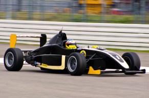 Gummi geben, Kurven nehmen und einmal Rennfahrer sein!