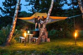 Schluss mit Luftschlössern – Hallo schwebendes Zelt! Möchten Sie Ihren Partner zu einem romantischen Abenteuer verführen? Dann spontan, die Nacht in einem schwebenden Zelt verbringen.