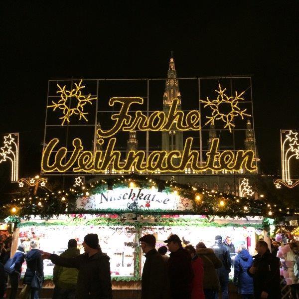 Weihnachtsmarkt-Rathausplatz