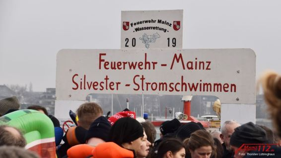 20191231_094938_thorsten_luettringhaus_maiinz112_silvesterabschwimmen_rhein