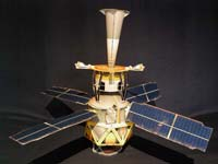 Paper model of the GP-B spacecraft. Manualidades a Raudales.