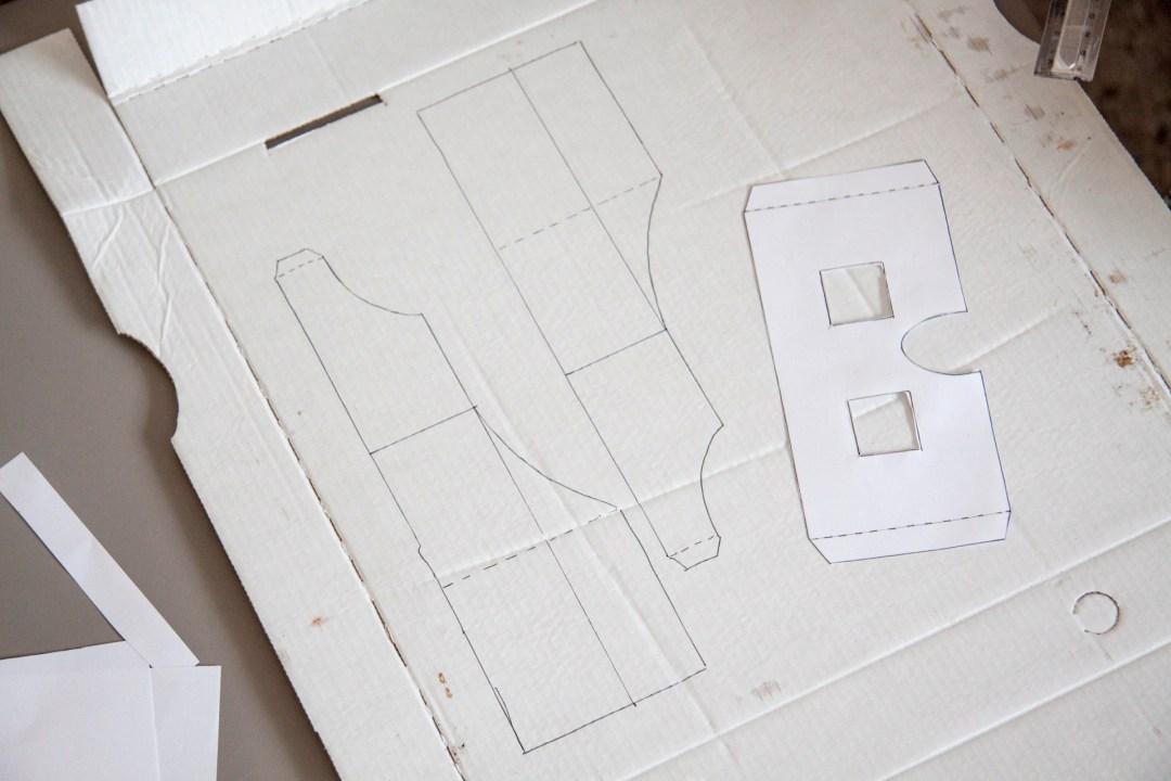 Wenn Ihr auf die Anordnung achtet, passt die ganze Vorlage genau in einen Karton.